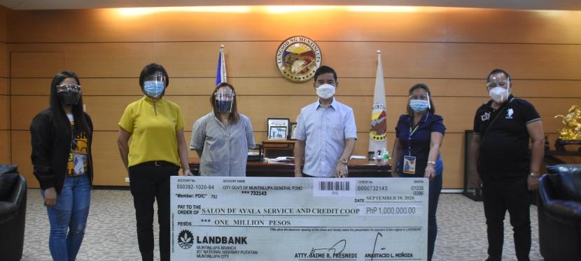 COVID-19 Crisis: Muntinlupa City loans P1 million to a localcooperative
