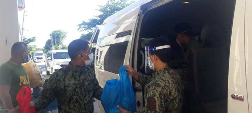 Las Piñas City Police Station's team helps Typhoon Ulysses victims in IsabelaProvince