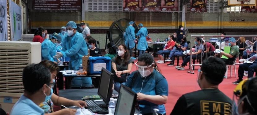 COVID-19 Crisis: Las Piñas City health workers receive 2nd dose ofSinovac