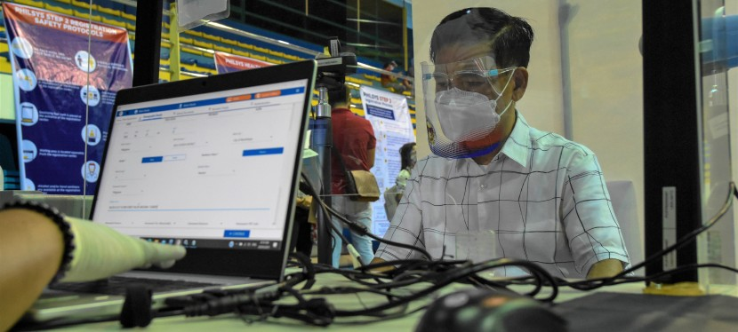Hundreds of Muntinlupa City Government employees to be registered in pilot rollout of national IDregistration