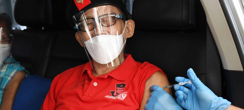 COVID-19 Crisis: Former President Ramos gets vaccinated in Muntinlupa, encourages public to getvaccinated