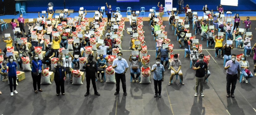 "DTI-NCR provides carinderia kits to 75 ""Muntipreneurs,"" Mayor Fresnedi receives Resilienceaward"